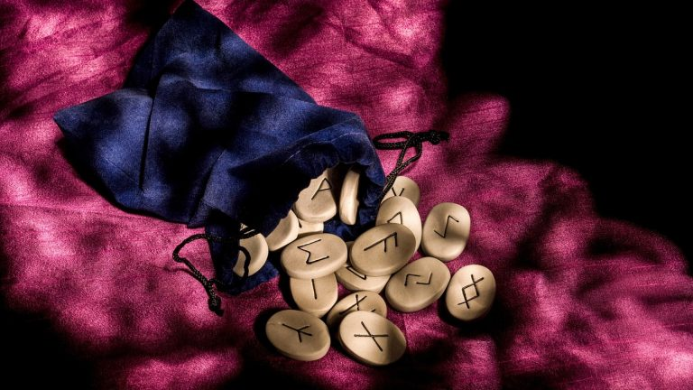 La place des runes dans la divination